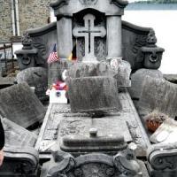 Farina grave pre-restoration